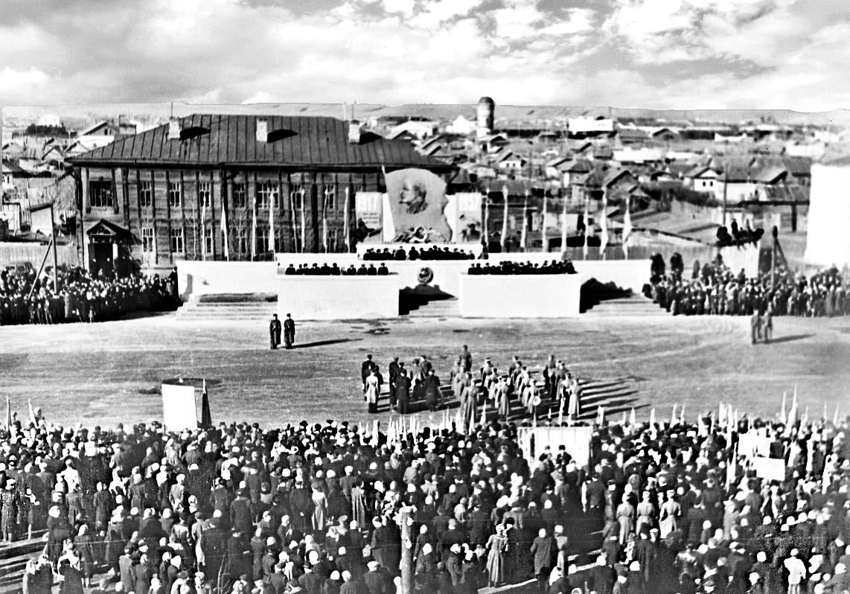 Пугачев, 1956 год. Демонстрация на площади 7 ноября
