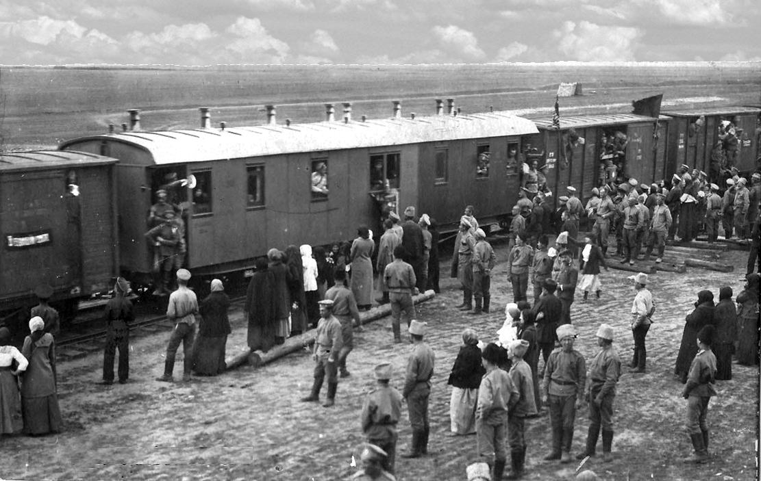 Николаевск, вокзал. Проводы солдат на фронт первой мировой войныо_50