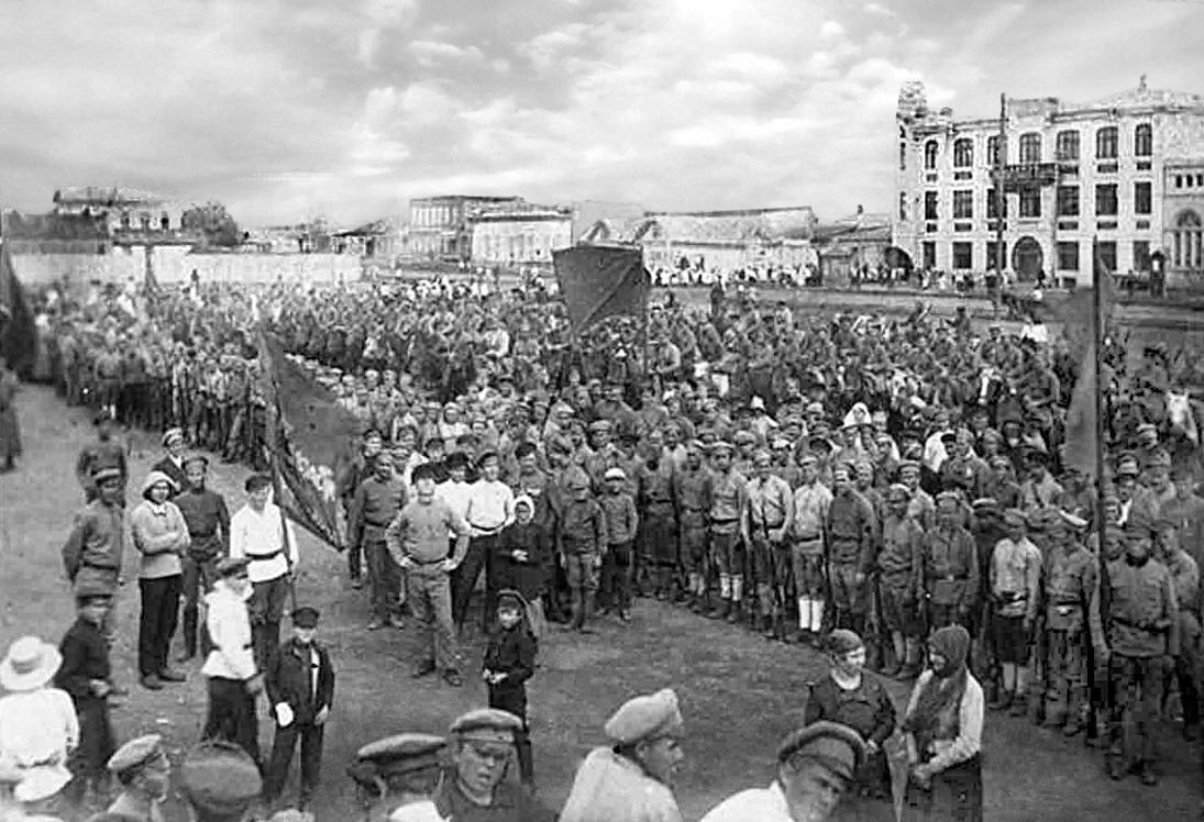 Пугачев, 17 августа 1919 года. Парад красных войск в День советской пропаганды.