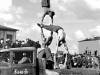 1 мая 1948 г.Демонстрация ловкости и силы. Акробатическая пирамида перед трибуной