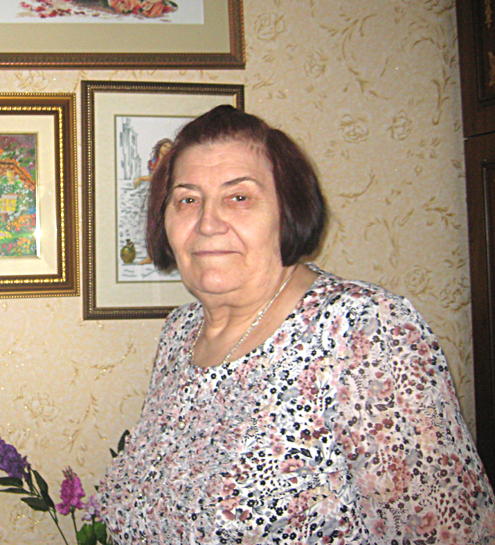 Вера Васильевна Бессонова, самодеятельный художник, вышивает картины гладью. Проживает в Пугачеве.