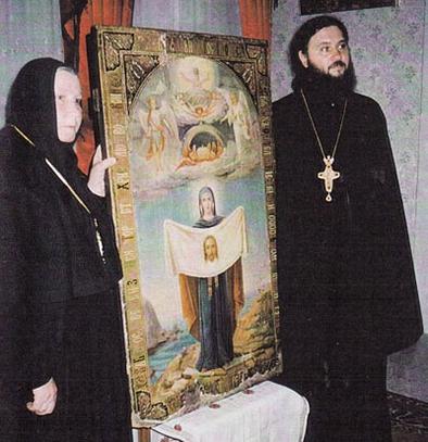 Обретение в Иерусалиме считавшейся утраченной Порт-Артурской иконы Божией Матери. Справа — игумен Иннокентий (Третьяков).