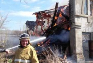 В Пугачеве сгорел двухэтажный дом