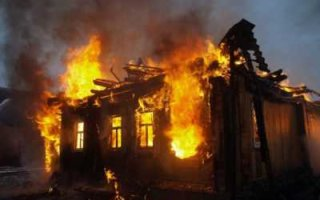 На пожаре в селе Березово погибли отец и сын