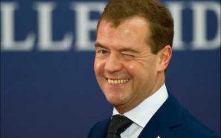 Медведев призвал россиян активно перемещаться по стране