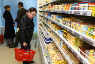 Оборот розничной торговли в стране рухнул на четверть