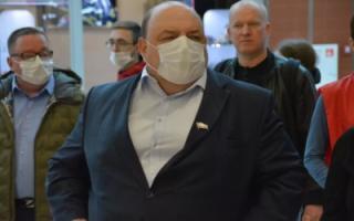 Министр здравоохранения выступил за продление школьного дистанта