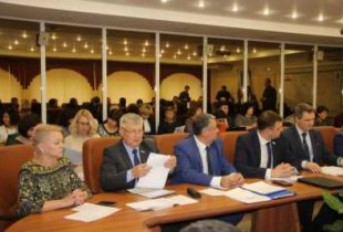 Единоросс Бушуев: Верить региональной власти, анекаждому поселению вотдельности