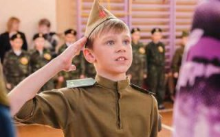 Школьников законодательно обяжут быть патриотами
