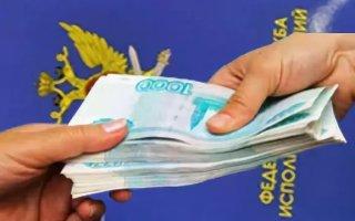 В Пугачеве женщина попалась на даче взятке сотруднику колонии