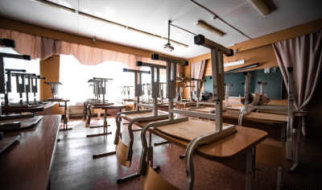В Госдуме предлагают на месяц отменить занятия в школах