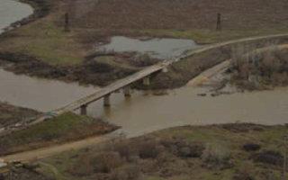 На строительстве моста через Камелик приступили к монтажу первого пролета