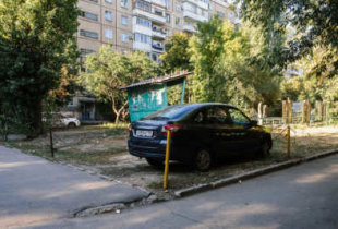 В Саратовской области ужесточат штрафы за парковку на газоне