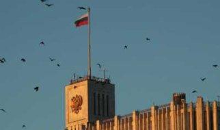 Правительству предложили уравнять зарплаты бюджетников