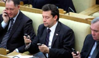 Депутатов Госдумы пристыдили и предложили отобрать у них смартфоны