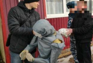 В Пугачеве на следственном эксперименте 18-летний убийца показал как расправился с приятелем