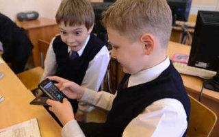 Россияне поддержали запрет смартфонов в школах