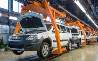 «АвтоВАЗ» останавливает производство машин