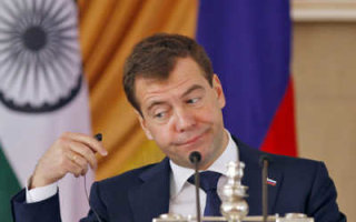 Как премьер Медведев в страну оптимизм вдувал