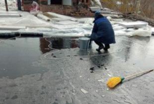 """""""Облводоресурс"""" взялся за ремонт крыши, но в итоге всё равно всё залил водой"""