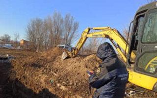 В Пугачеве рабочий погиб под ковшом экскаватора