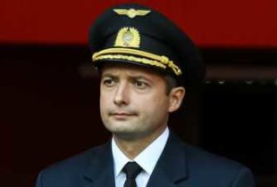 Спасший людей летчик-герой Д. Юсупов уедет работать в Эмираты