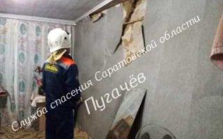 В Пугачеве взрыв самогонного аппарата повредил стену жилого дома