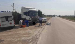 Под Пугачевом грузовик сбил девочку и пенсионерку, ехавших на велосипеде