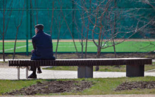 Пенсионерам разрешат гулять по очереди