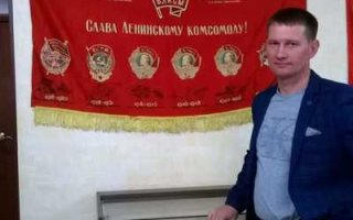"""Улыбка Гагарина, партийный билет и медаль """"За отвагу"""""""
