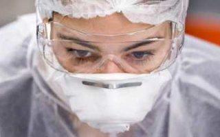 Для борьбы с эпидемией в стране уже не хватает медиков, средств защиты и денег