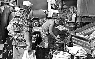 Торговые  ряды  на  соборной  площади