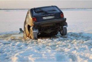 Автомобиль ушел под лед