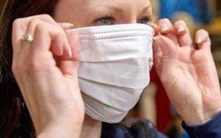 Роспотребнадзор хочет обязать жителей области носить маски на улице
