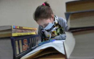 Школьники будут учиться дистанционно до 30 апреля