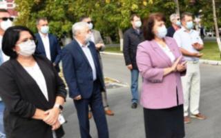 """Пугачевская районная больница получила четыре автомобиля """"Нива"""""""