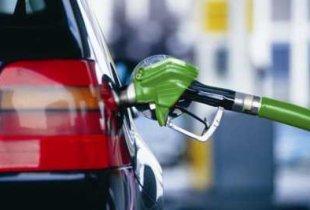 Из-за цен на бензин россияне стали реже садиться за руль