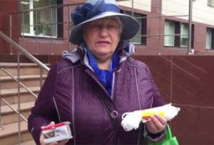 Пенсионерка подарила министру мыло и веревку (видео)