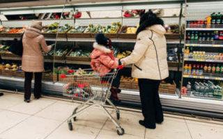 Власти считают, что у 50% семей проблем с продуктами из-за высоких цен не будет