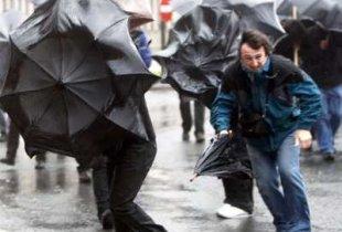 Жителей снова предупредили о шквалистом ветре и грозе по области