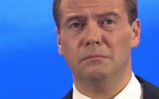 Россияне предложили снизить зарплату Медведеву до прожиточного минимума