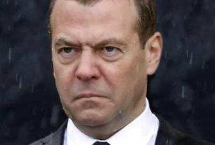 Россияне пожелали Медведеву жить на пенсию в 15 тысяч и не найти работу после 60 лет