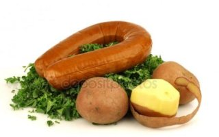 Резко подорожали картофель и копченая колбаса