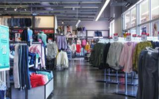 Продажи одежды упали на 90%