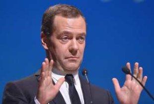 """Медведев предложил назначить """"приглядывающего"""" за Саратовской областью"""