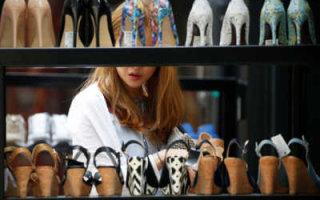 Впервые с 2015 года упали продажи одежды и обуви