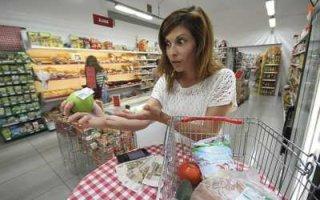 Траты россиян на еду и ЖКУ впервые превысили доходы