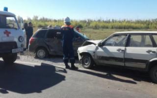 На подъезде к Пугачеву столкнулись два автомобиля