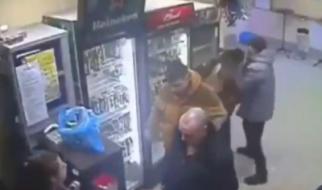 Есть девушки в русских магазинах…