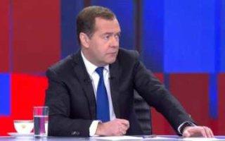 Медведев настаивает на четырехдневной рабочей неделе
